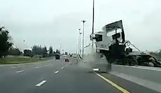 Kecelakaan Mengerikan Truk di Jalan Tol, Supir Sampai Terpental
