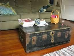 Decoración de interiores con un bonito baúl vintaje