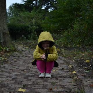 petite fille en manteau