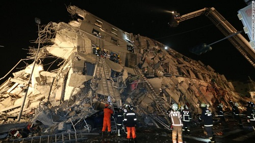 Earthquake in Tainan, Taiwan collapses buildings