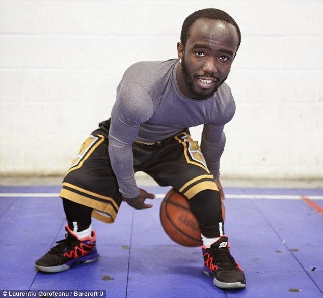 design intemporel 192fd f2093 Jahmani Swanson nain plus petit joueur de basketball du monde