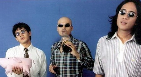 Netral in their original formation: Bimo, Bagus, Miten