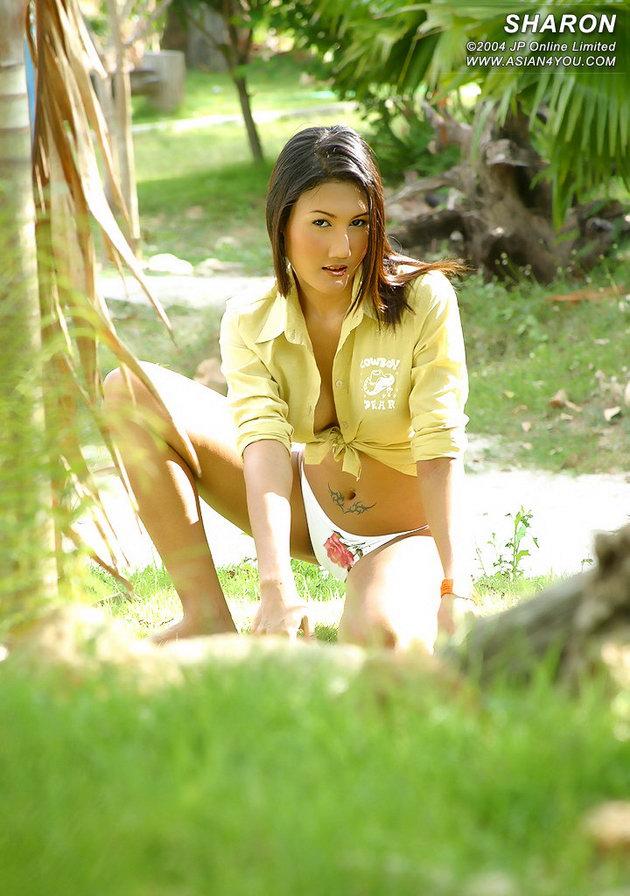 hot actress wallpaper model cantik pamer memek