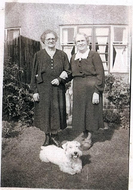 Photo of sisters Mary Ann Rose and Esther Rose in 1953
