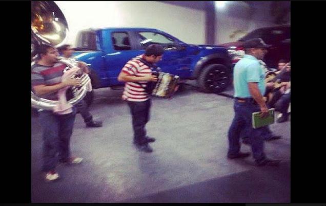 """La vez que  """"Los Chapitos"""" se pegaron una borrachera con sus pistoleros"""