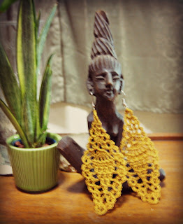 gold pineapple motif earring
