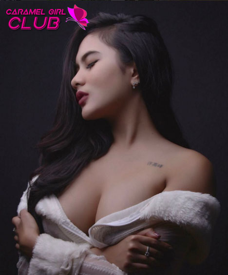 Galeri Foto Model Seksi Indonesia - Elvia Putri Mahallany