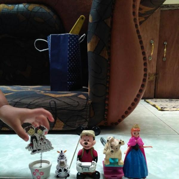 Bermain Anna Frozen Mini Figure Dapat Melatih Imajinasi, dan Interaksi Sosial Anak