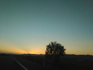Autopista Zaragoza Bilbao anocheciendo