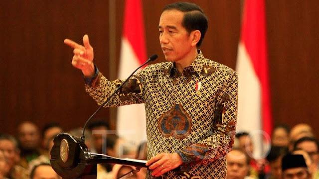 Jokowi Dinilai Sudah 'Lempar Handuk'