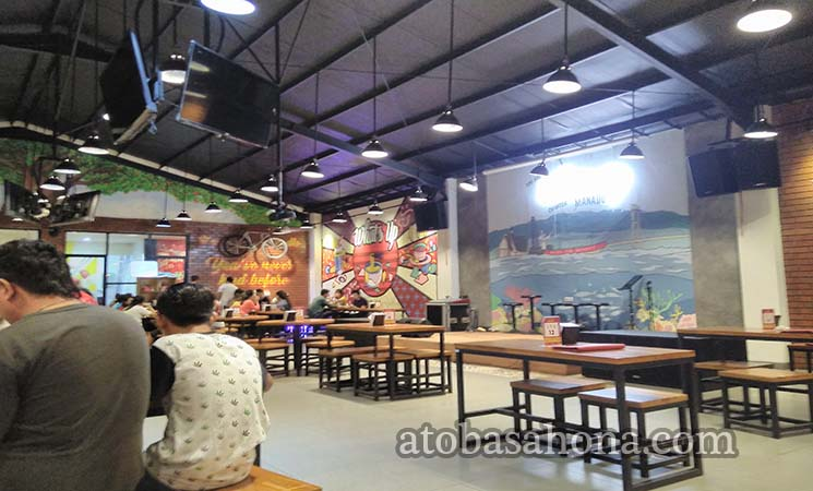 What's Up Cafe Kawasan Megamas Manado
