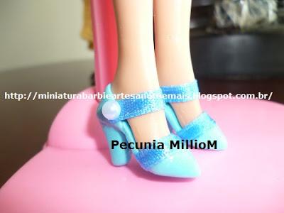 Sapatinhos de Biscuit Com Botãozinho Para Boneca Barbie Por Pecunia MillioM