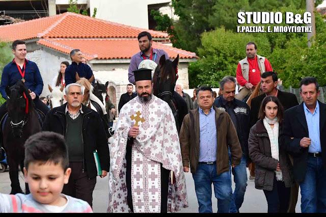Αναβίωσε το έθιμο της λιτανείας της εικόνας του Αγίου Γεωργίου με άλογα στα Λευκάκια Ναυπλίου