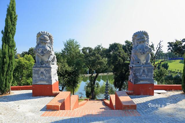 Dragones de piedra del Jardín Buddha Eden