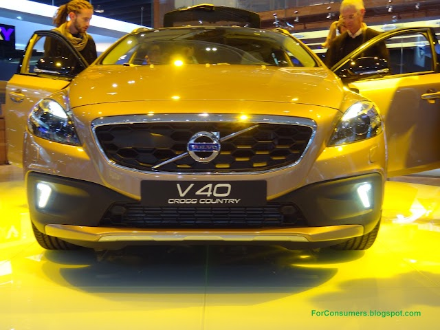 2013 Volvo V40 Cross Country test drive and review