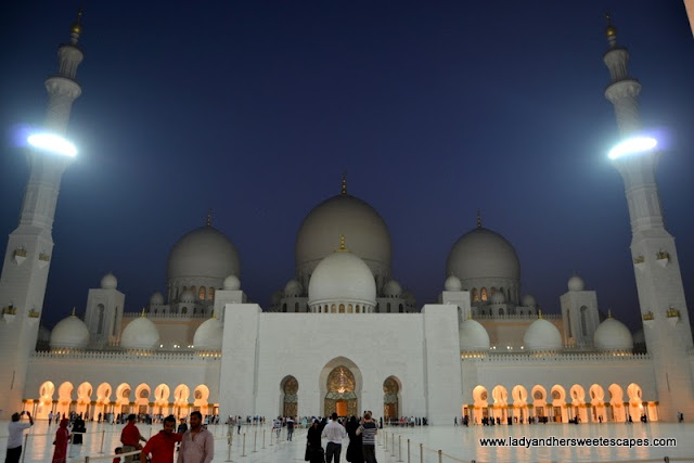 Sheikh Zayed Grand Mosque Abu Dhabi at dusk