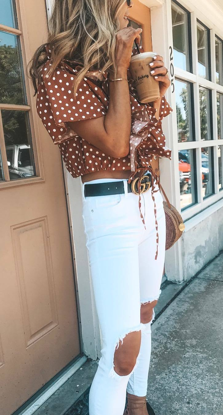 how to style a white ripped jeans : bag and polka dots blouse