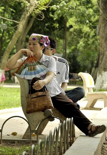 hoan-kiem-lake-park-hanoi-vietnam