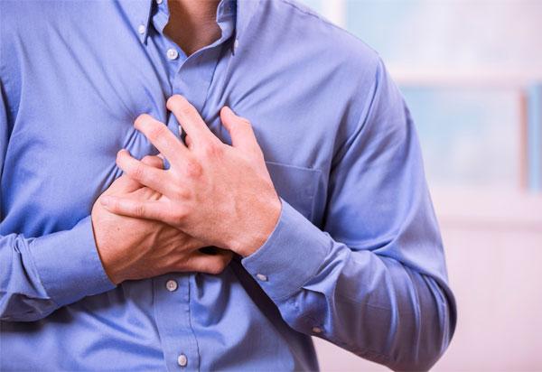 Πόνος στο στήθος: Πότε είναι επικίνδυνος και τι άλλο μπορεί να «κρύβει»