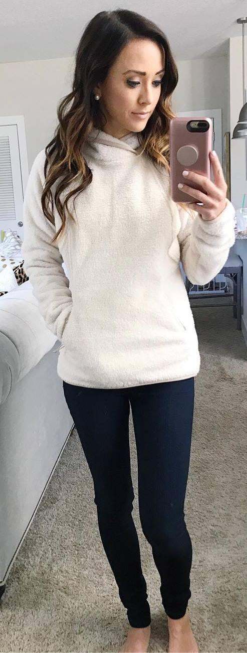 white and black outfit / sweatshirt  + pants