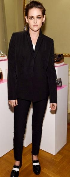 Foto de Kristen Stewart con traje oscuro