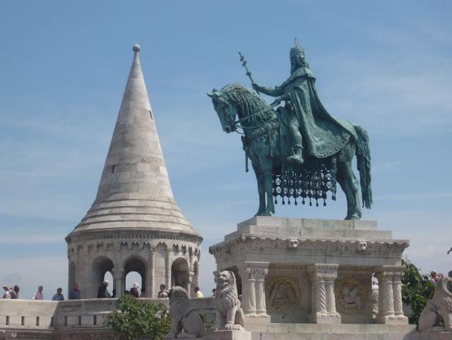 Statua Stefani I e Bastione Pescatori