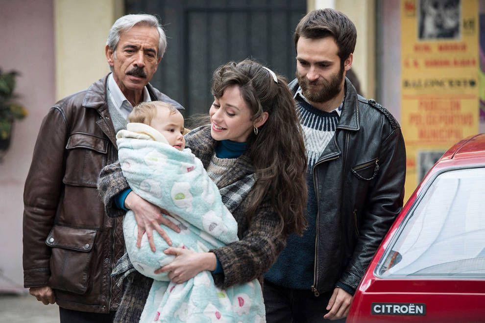 Carlitos, Karina y Antonio en Cuéntame como pasó