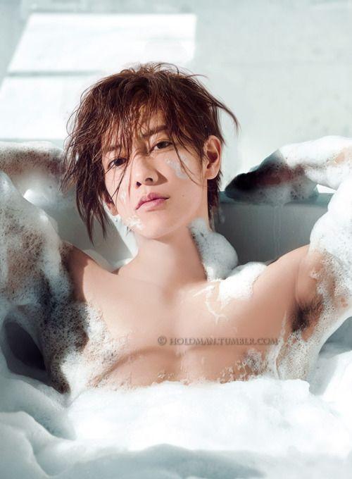 泡風呂の佐藤健