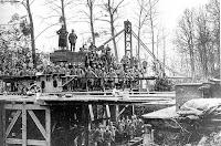 Soldados al cargo del cañón de París
