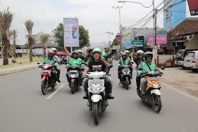 Serunya.. Ridho Ficardo Diarak Ojek Online Keliling Kota