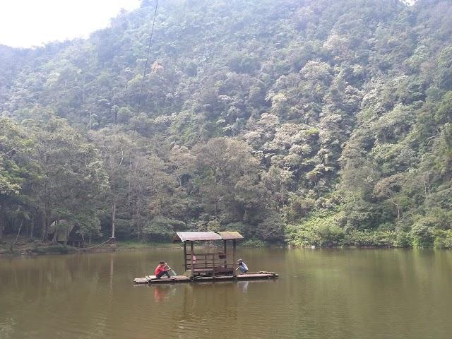 Menikmati Keindahan Telaga Warna, Puncak Bogor