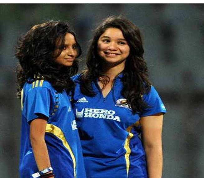 Sana Ganguly and Sara Tendulkar During A Match