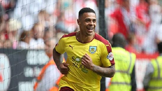 Burnley trở lại Ngoại Hạng Anh với tư cách nhà vô địch.