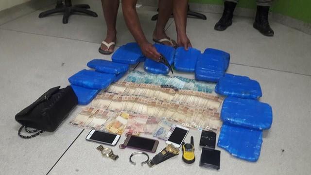 Polícia apreende 20 quilos de cocaína e mais de R$ 8 mil na BR-364
