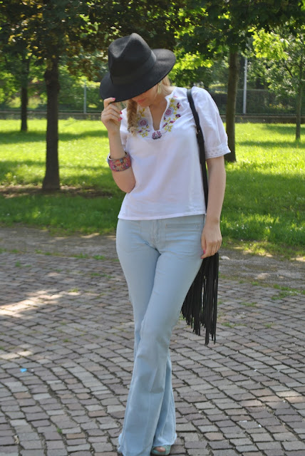 abbinamenti cappello fedora abbinamenti borsa con frange outfit cappello fedora come abbinare il cappello fedora hat how to wear fedora hat outfit giugno 2016 fashion blogger italiane fashion bloggers italy mariafelicia magno fashion blogger color block by felym blogger italiane outfit giugno 2016 outfit estivi borsa frange fringed bag
