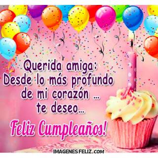 Feliz Cumpleaños querida Amiga te adoro con el corazón. Postal rosa con globos y pastelito