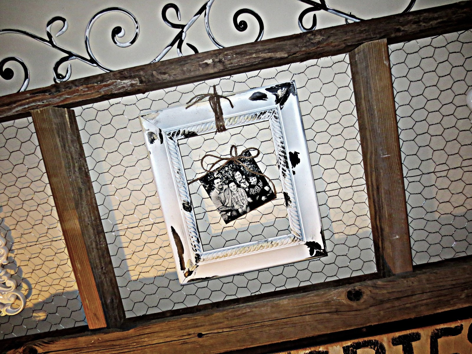 Down to Earth Style: Old Wood & Chicken Wire Art