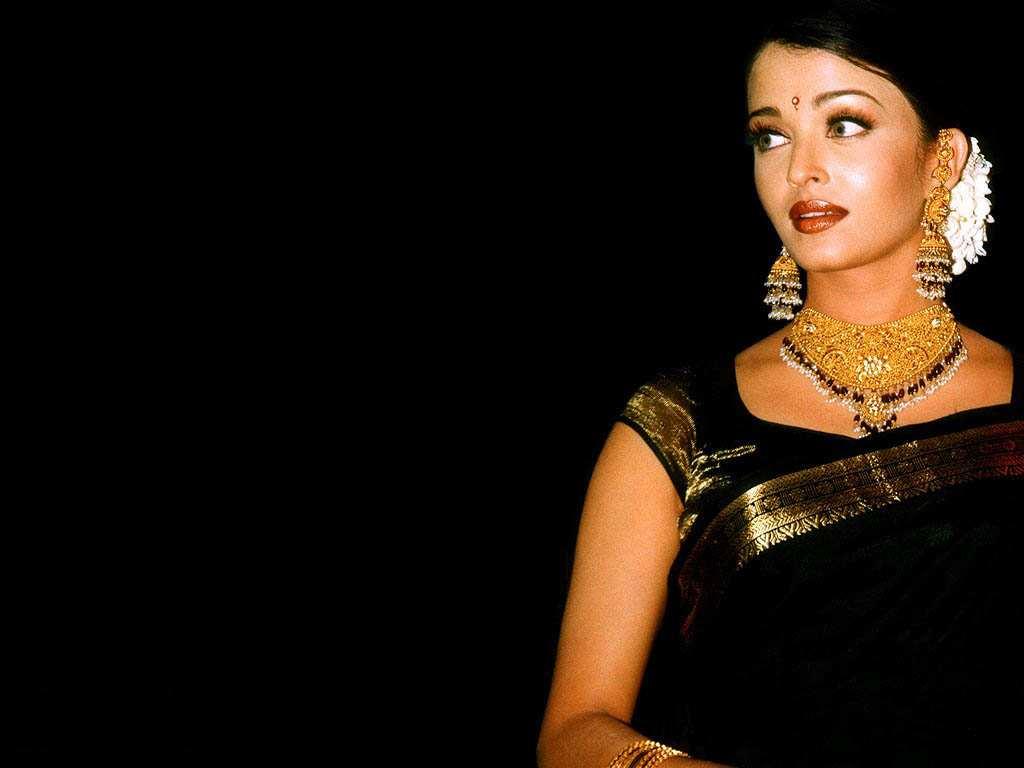 Saanvi-Fashions Aishwarya Rai Bachchan In Traditional Sarees-8883