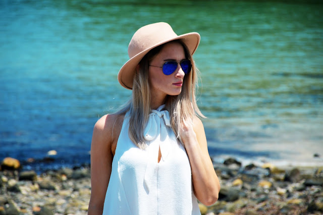 summer outfit blue rayban aviator sunglasses with white shirt brown hat