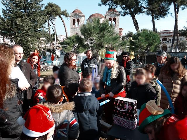 Διασκέδασαν με παιδική Χριστουγεννιάτικη παράσταση και ξωτικά