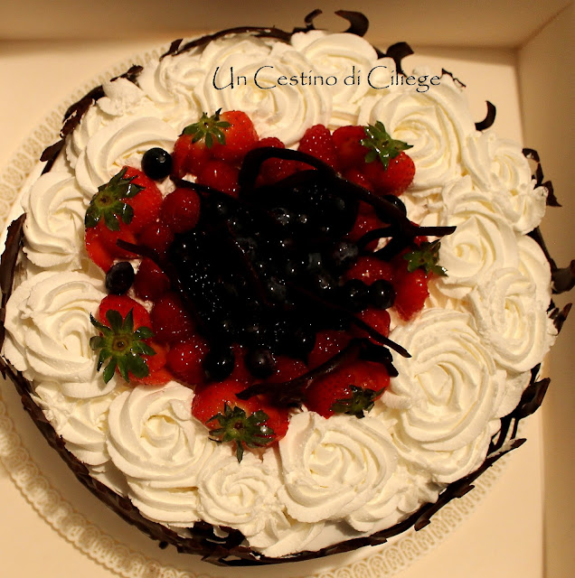 torta panna e frutti di bosco