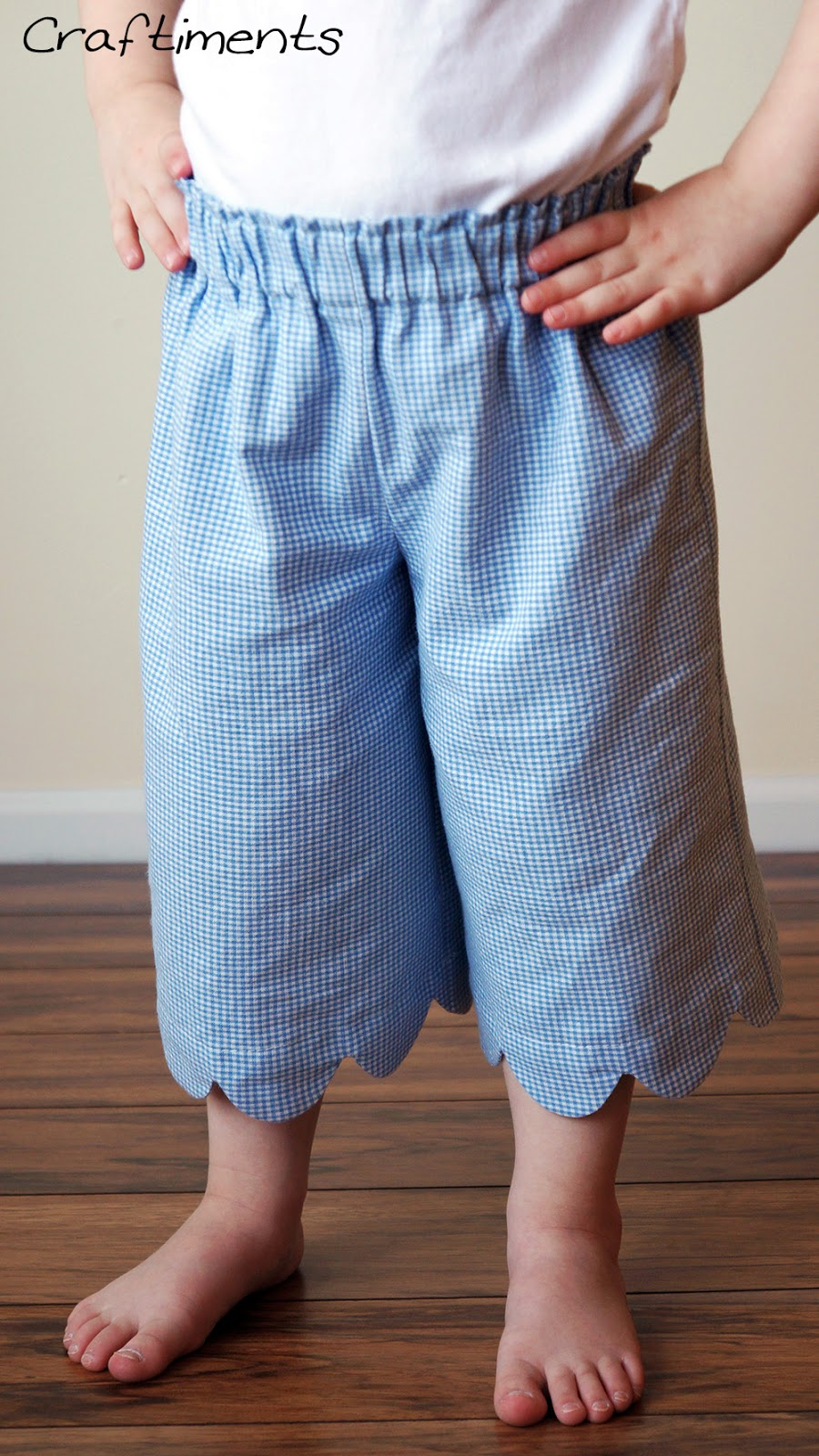 Craftiments:  Scalloped hem gauchos made with fabric repurposed from an old skirt