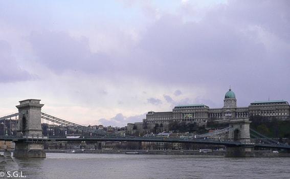 El puente de las cadenas. 16 cosas que ver en Budapest