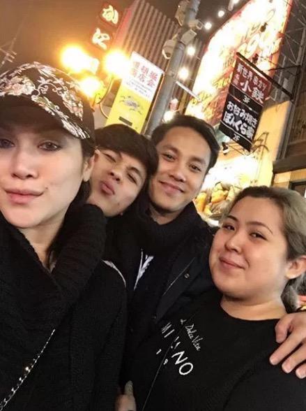 Zizie Ezette Dikecam Buka Tudung Semasa Melancong di Jepun