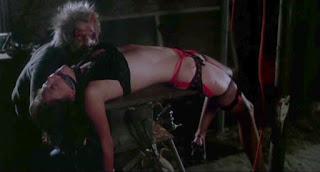 Caitlin O'Heaney, tueur masqué, savage weekend, lingerie, scie circulaire, meurtre, horreur