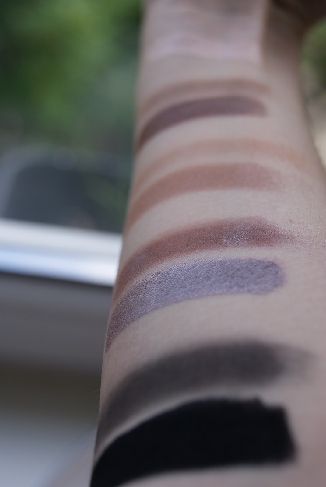 Green Lipstick Lily Lolo Mineral Eyeshadow Swatches