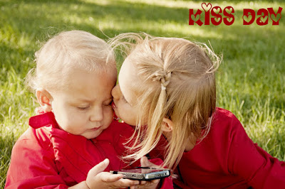 Happy Kiss Day 2017 wishes in hindi shayari for girlfriend