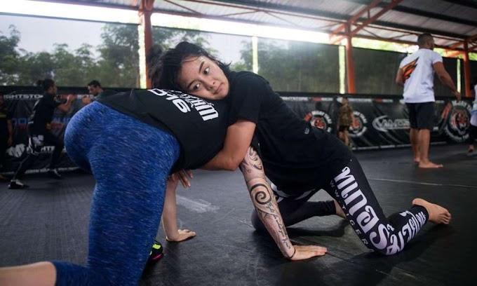 အႏိုင္က်င့္ခံရလြန္းလို႔ တိုက္ခိုက္ေရးပညာကို သင္ခဲ့ရာမွ MMA ဖိုက္တာ ျဖစ္လာတဲဲ့ ရီကာ