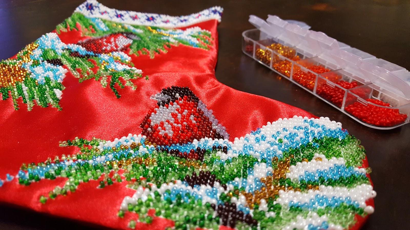 схема вышивки новогодний сапожок медведи