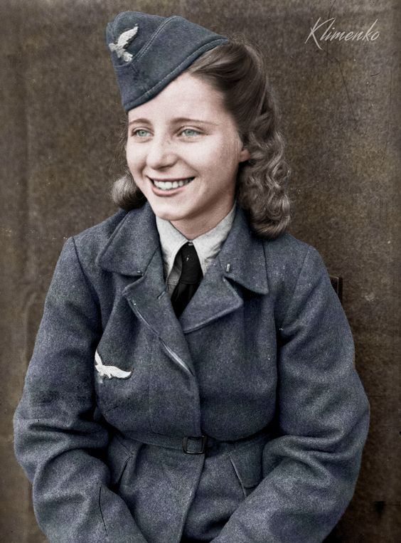 Luftwaffe Helferin, Women color photos worldwartwo.filminspector.com